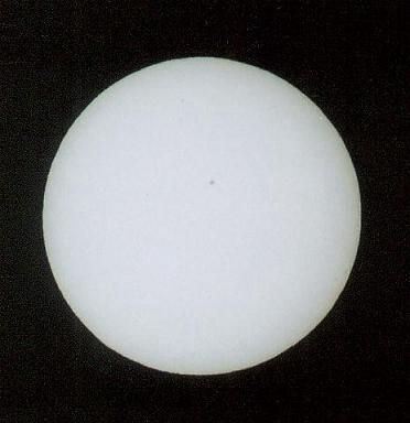 Galeria: Przejście Merkurego na tle tarczy Słonecznej 7.05.2003