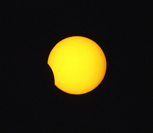 Galeria: Częściowe Zaćmienie Słońca nad  Piotrkowem Trybunalskim 31.05.2003