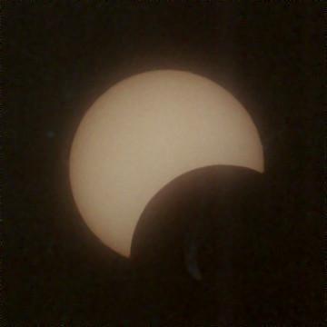 Galeria: Częściowe Zaćmienie Słońca 3.10.2005