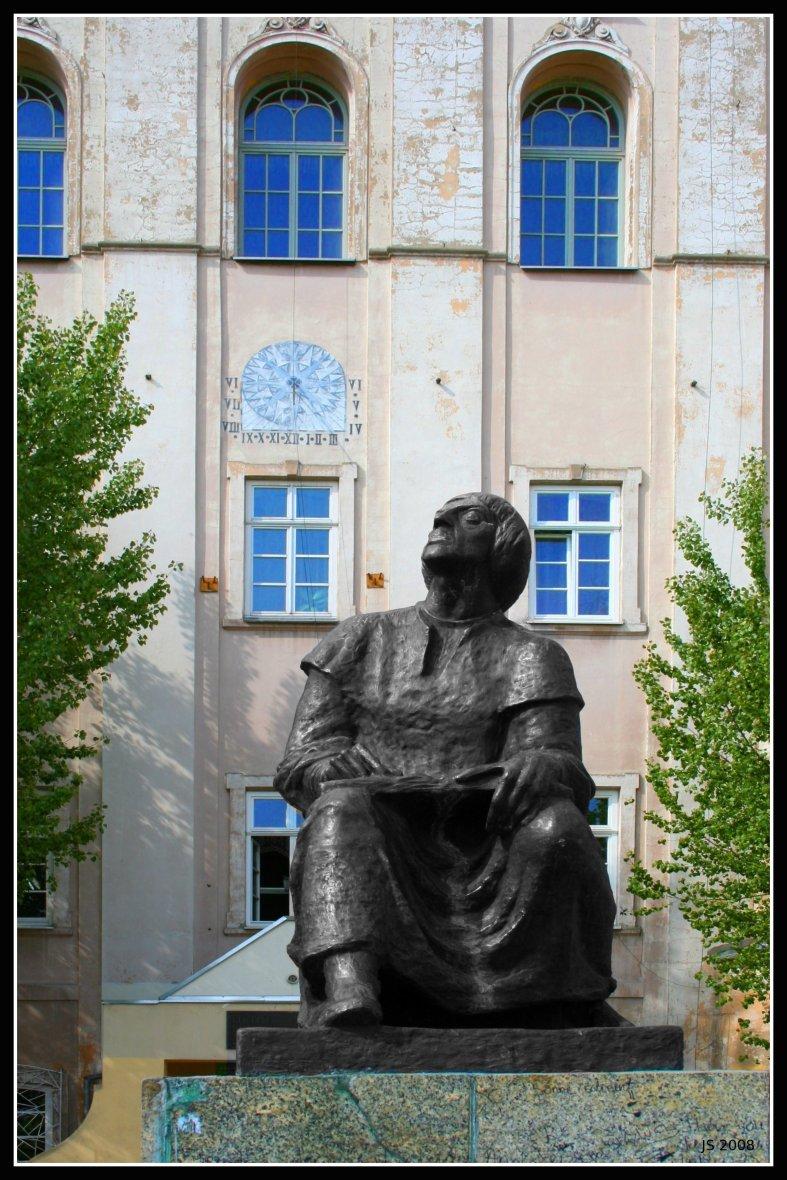 Galeria: Planetarium i budynek I LO w Piotrkowie Trybunalskim