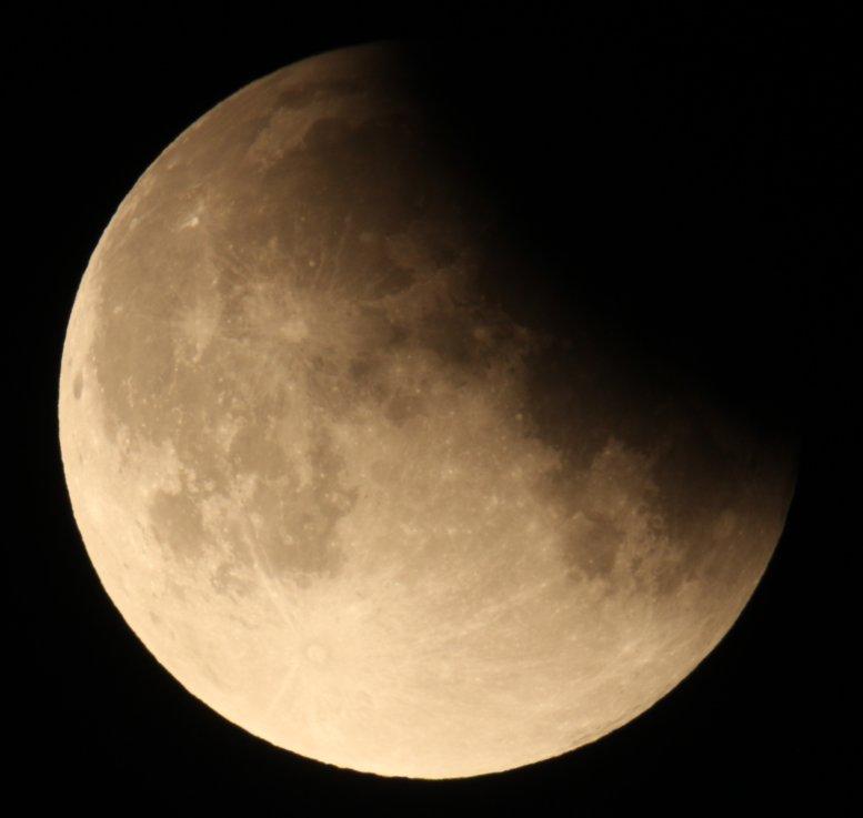 Galeria: Częściowe zaćmienie Księżyca – 16.07.2019